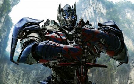 Papel de parede Transformers 4: Optimus Prime e sua Espada para download gratuito. Use no computador pc, mac, macbook, celular, smartphone, iPhone, onde quiser!