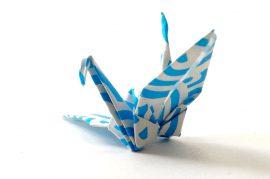 Papel de parede Origami – tsuru azul e branco