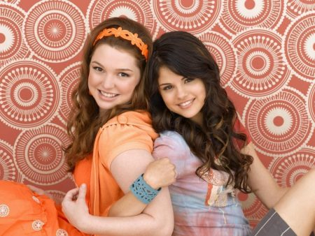 Papel de parede Os Feiticeiros de Waverly Place – Amigas para download gratuito. Use no computador pc, mac, macbook, celular, smartphone, iPhone, onde quiser!