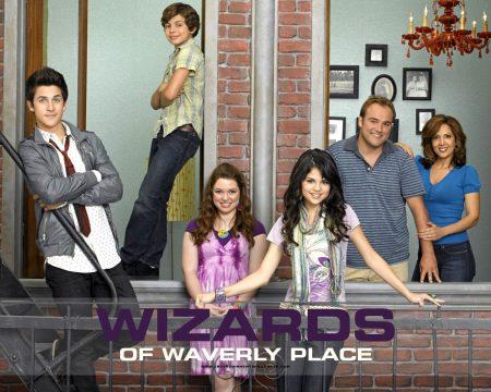 Papel de parede Os Feiticeiros de Waverly Place – Família para download gratuito. Use no computador pc, mac, macbook, celular, smartphone, iPhone, onde quiser!