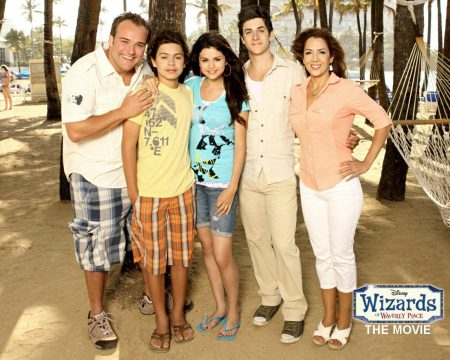 Papel de parede Os Feiticeiros de Waverly Place – Na Praia para download gratuito. Use no computador pc, mac, macbook, celular, smartphone, iPhone, onde quiser!