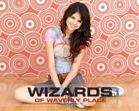 Papel de parede Os Feiticeiros de Waverly Place – Selena Gomez para download gratuito. Use no computador pc, mac, macbook, celular, smartphone, iPhone, onde quiser!