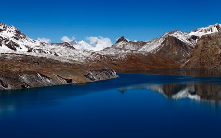 Papel de parede Tilicho Lake Nepal 5K para download gratuito. Use no computador pc, mac, macbook, celular, smartphone, iPhone, onde quiser!