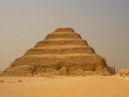 Papel de parede Pirâmide para download gratuito. Use no computador pc, mac, macbook, celular, smartphone, iPhone, onde quiser!