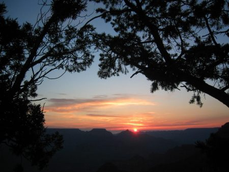 Papel de parede Por do sol na montanha para download gratuito. Use no computador pc, mac, macbook, celular, smartphone, iPhone, onde quiser!