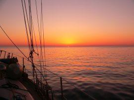 Papel de parede Por so sol no barco