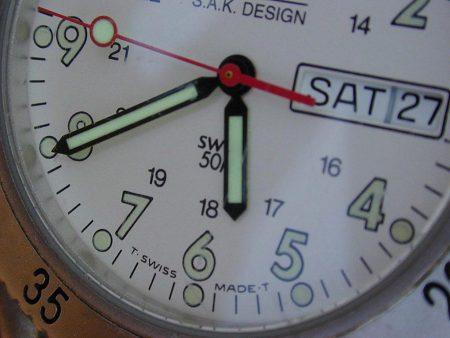Papel de parede Relógio – Suísso para download gratuito. Use no computador pc, mac, macbook, celular, smartphone, iPhone, onde quiser!