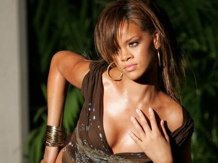 Papel de parede Rihanna para download gratuito. Use no computador pc, mac, macbook, celular, smartphone, iPhone, onde quiser!