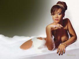 Papel de parede Rihanna na Banheira