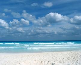 Papel de parede Praia de Água Clara e Céu Azul