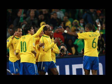 Papel de parede Seleção Brasileira – Comemoração para download gratuito. Use no computador pc, mac, macbook, celular, smartphone, iPhone, onde quiser!