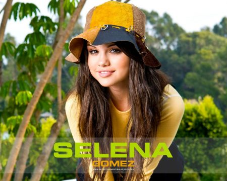 Papel de parede Selena Gomez – De Chapéu para download gratuito. Use no computador pc, mac, macbook, celular, smartphone, iPhone, onde quiser!