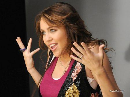 Papel de parede Super Miley! para download gratuito. Use no computador pc, mac, macbook, celular, smartphone, iPhone, onde quiser!