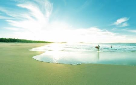 Papel de parede Surfando na Praia de Costa Rica para download gratuito. Use no computador pc, mac, macbook, celular, smartphone, iPhone, onde quiser!