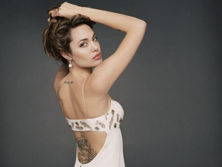 Papel de parede Tattoo – Angelina Jolie para download gratuito. Use no computador pc, mac, macbook, celular, smartphone, iPhone, onde quiser!