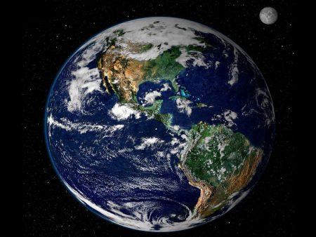Papel de parede Terra e Lua para download gratuito. Use no computador pc, mac, macbook, celular, smartphone, iPhone, onde quiser!