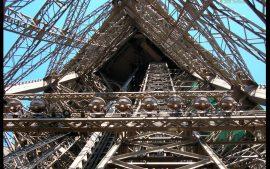 Papel de parede Torre Eiffel – Debaixo