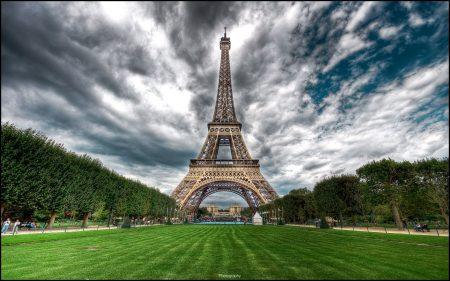 Papel de parede Torre Eiffel – Ponto Turístico para download gratuito. Use no computador pc, mac, macbook, celular, smartphone, iPhone, onde quiser!