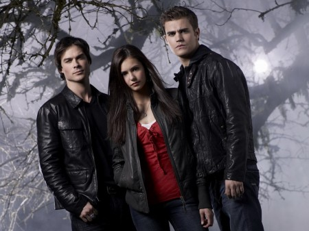 Papel de parede Trio de Vampire Diaries para download gratuito. Use no computador pc, mac, macbook, celular, smartphone, iPhone, onde quiser!