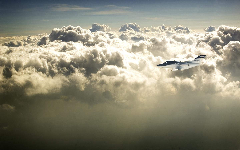 Papel de parede voando com nuvens wallpaper para download no celular clique aqui thecheapjerseys Choice Image